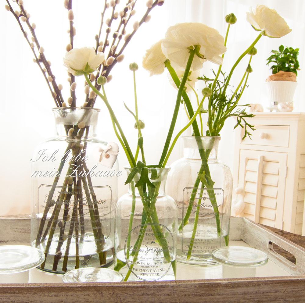 vasen ich liebe mein zuhause landhausstil zum wohlf hlen und geniessen. Black Bedroom Furniture Sets. Home Design Ideas