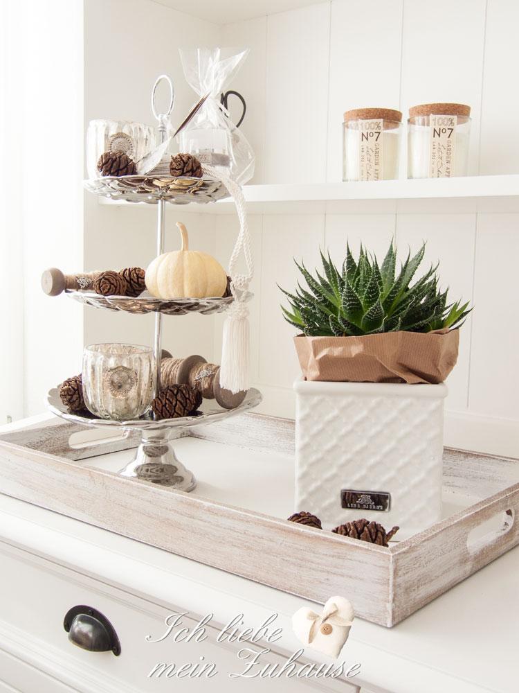 wie dekoriere ich eine etagere herbstlich ich liebe. Black Bedroom Furniture Sets. Home Design Ideas
